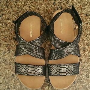 Naturalizer Ainsley black fabric sandals size 9M